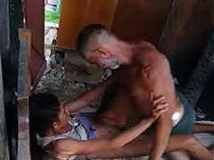 Flagras De Flagrante Caseiro Catador Botando Com Raiva Na Noia  Da Favela