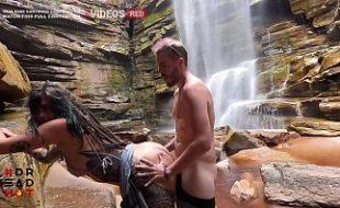 Sexo Caseiro Com Novinha Safada Dando Na Cachoeira Caiu Na Net