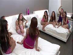 Video porno de orgia com novinhas lesbicas na festa do pijamas